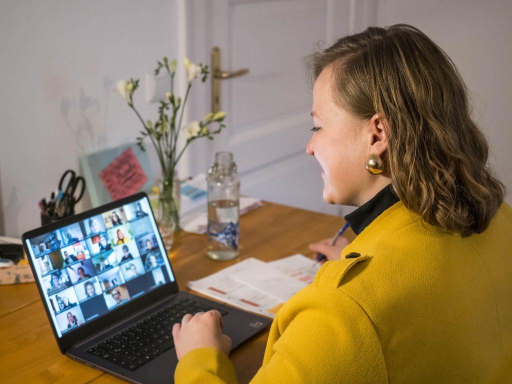 """Teilnehmerin der Online-Abschlusstagung """"Gemeinsam in die Inklusion"""" Anastasia Schönfeld."""
